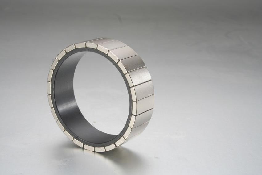 NdFeB-Magnete am Außenläufer